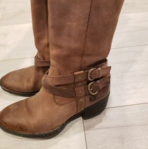 Womens Born brown boots 6.5 gently worn